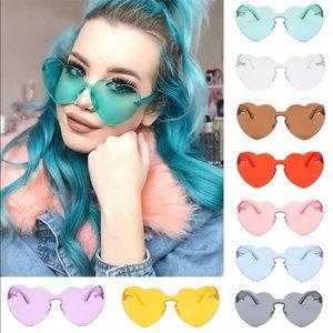 New Item✨ Oversized Heart Sunglasses 😍